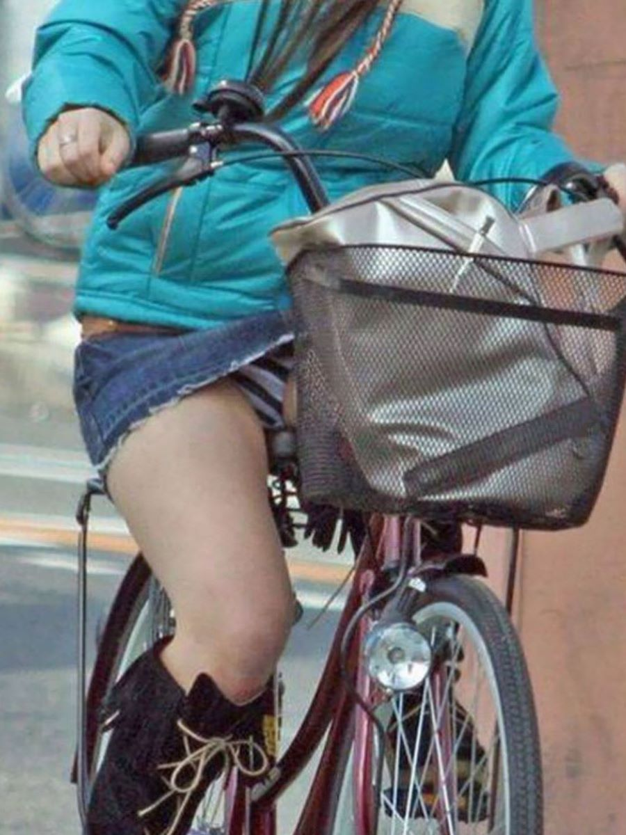 自転車のパンチラ画像 19