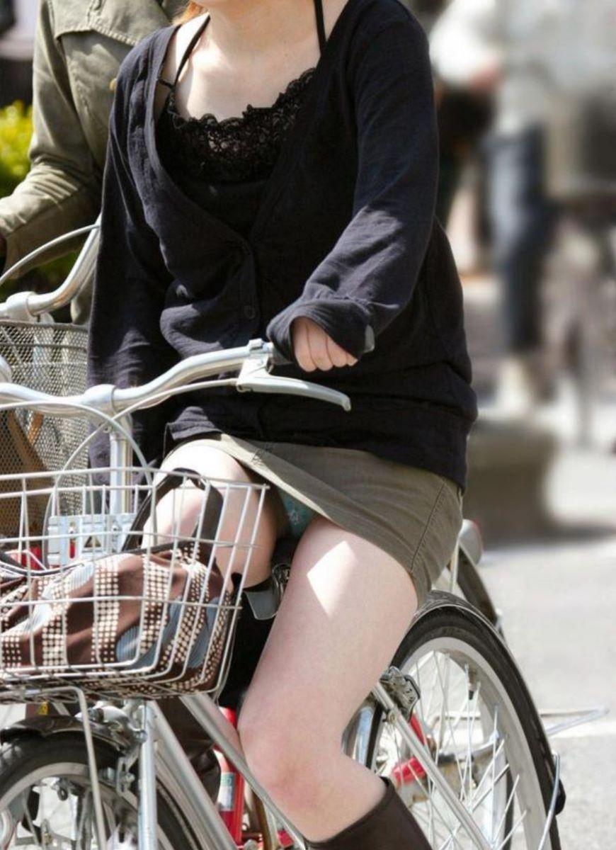 自転車のパンチラ画像 20