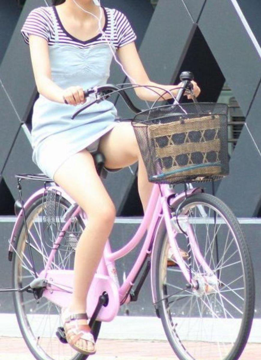 自転車のパンチラ画像 23