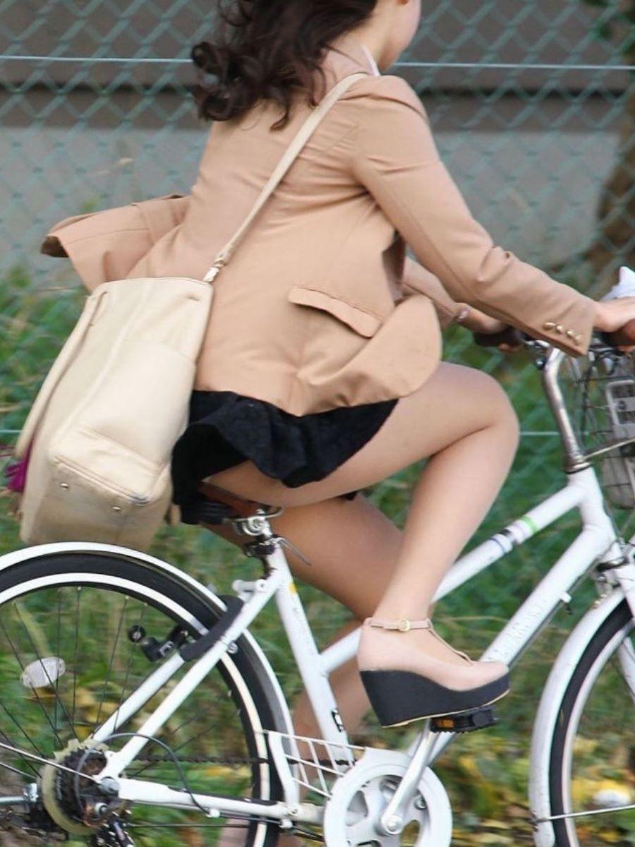 自転車のパンチラ画像 28