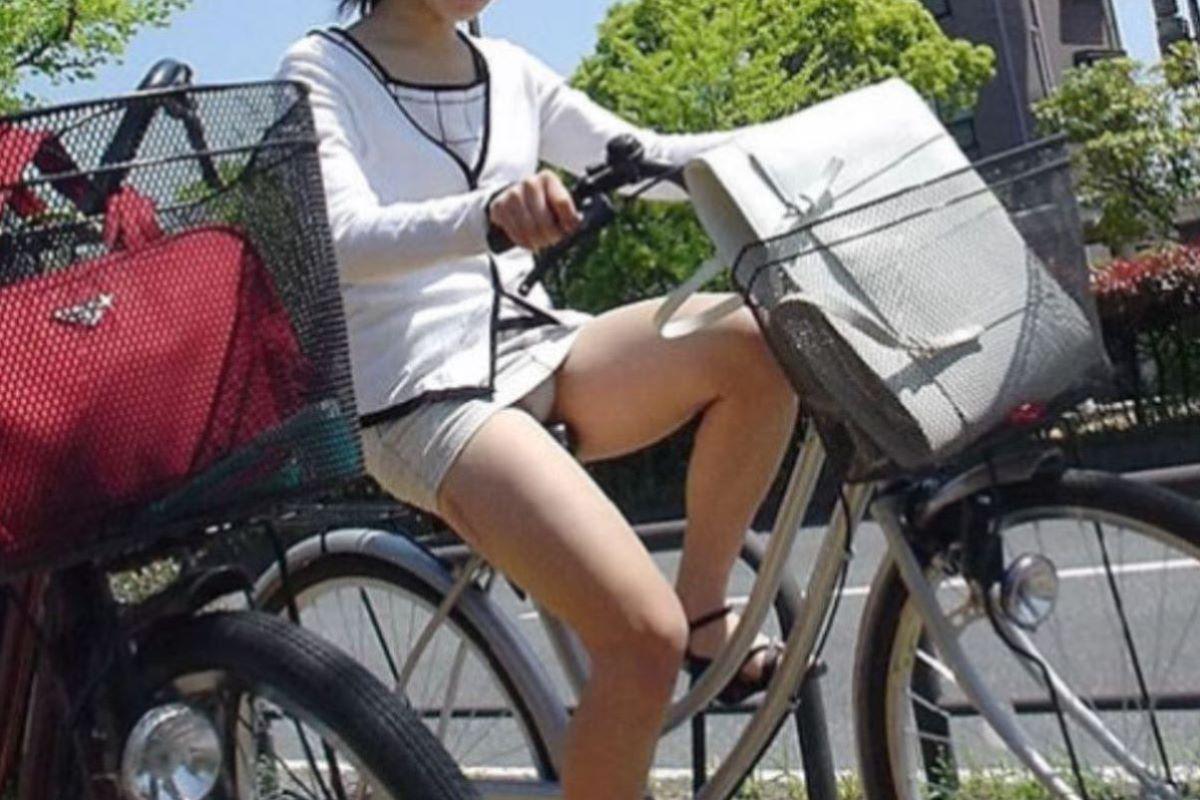 自転車のパンチラ画像 31