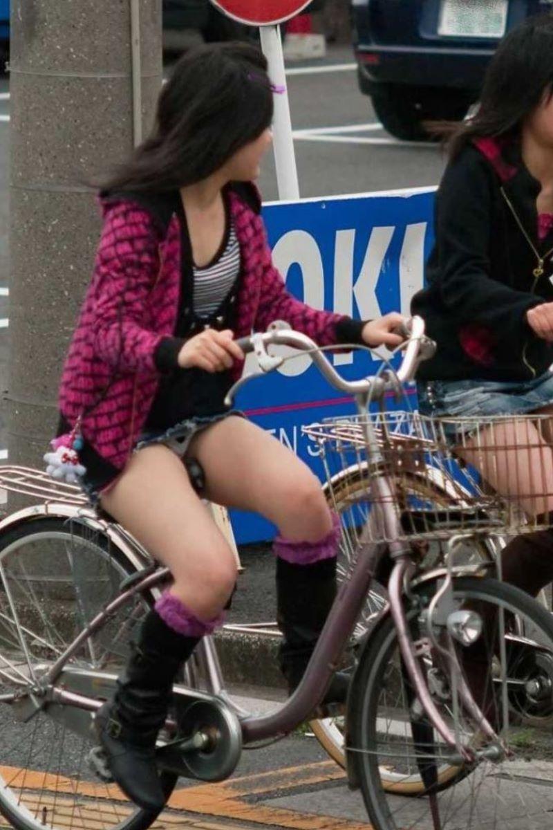 自転車のパンチラ画像 35