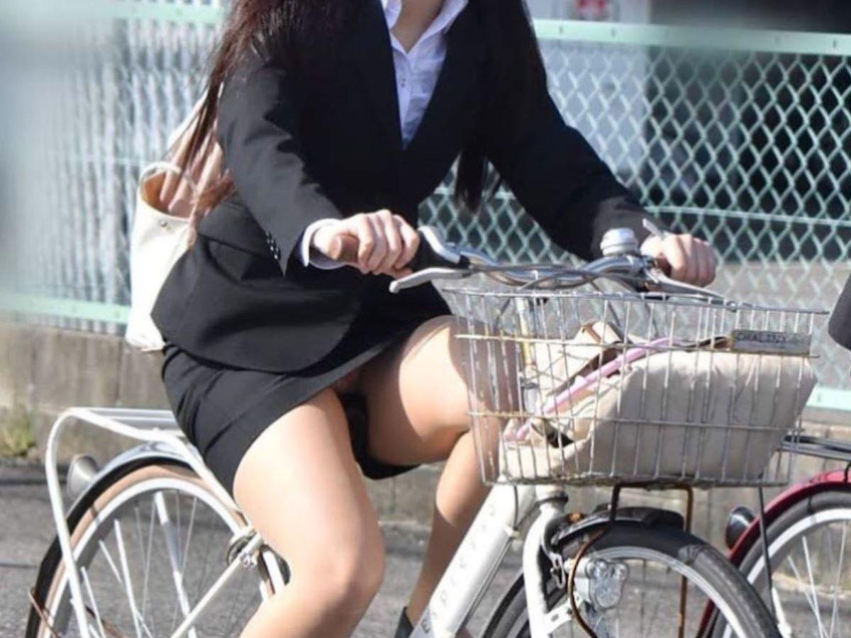 自転車のパンチラ画像 38