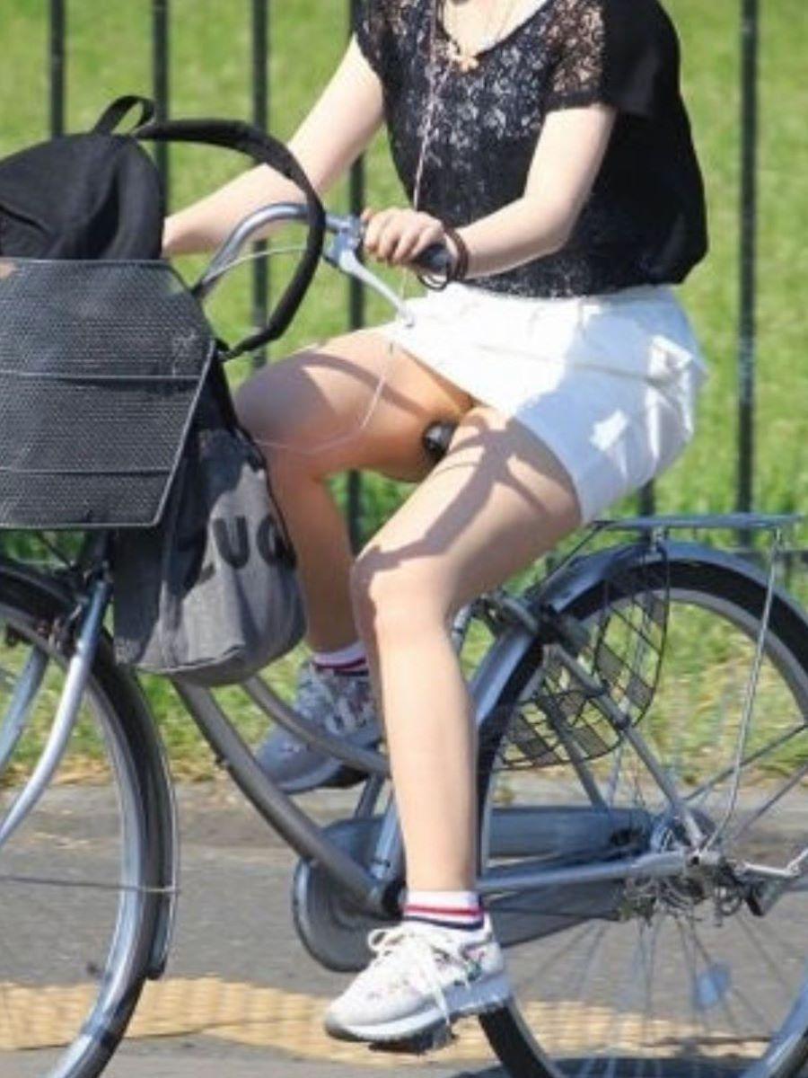 自転車のパンチラ画像 39