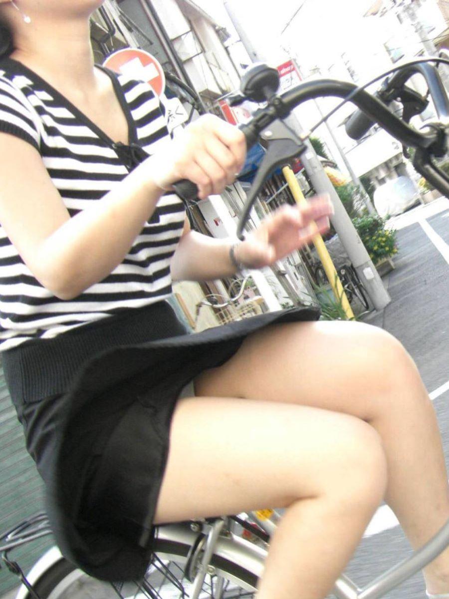 自転車のパンチラ画像 41