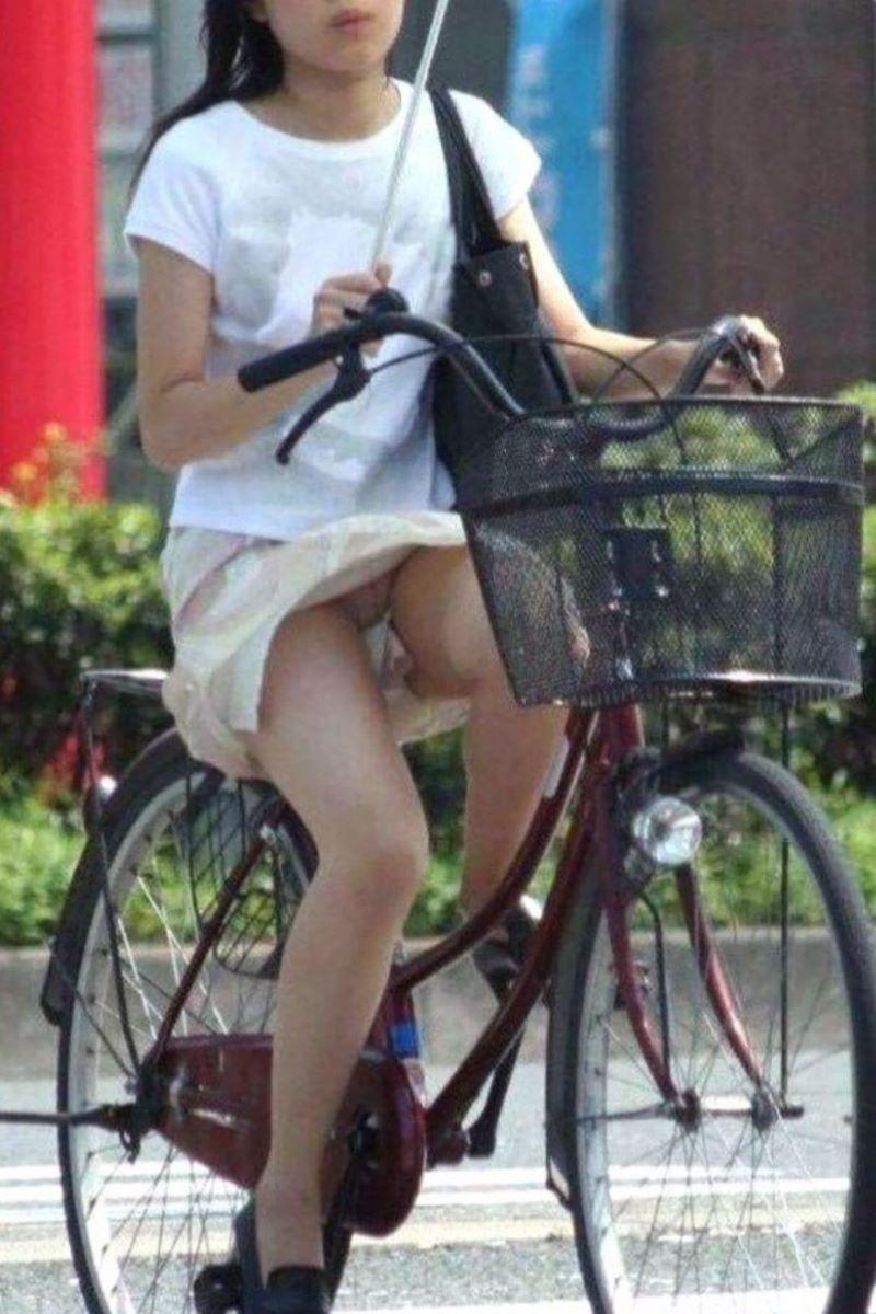 自転車のパンチラ画像 48