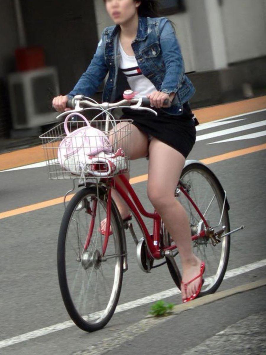 自転車のパンチラ画像 50
