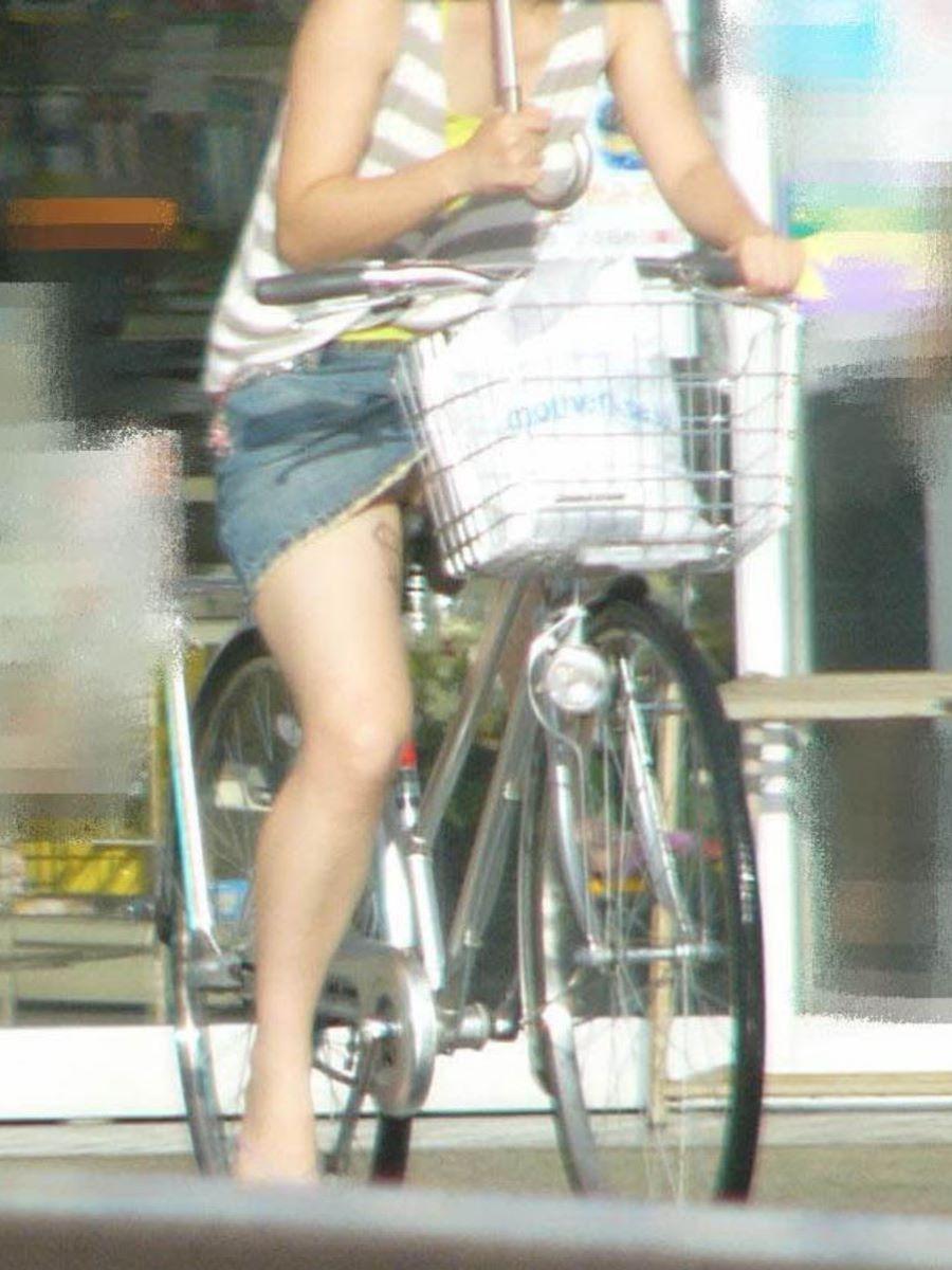 自転車のパンチラ画像 53