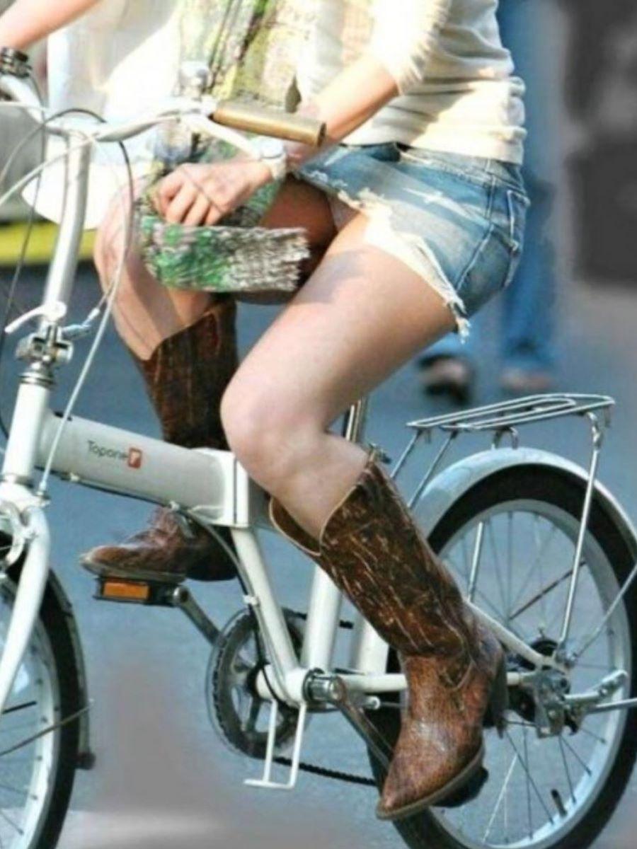 自転車のパンチラ画像 54