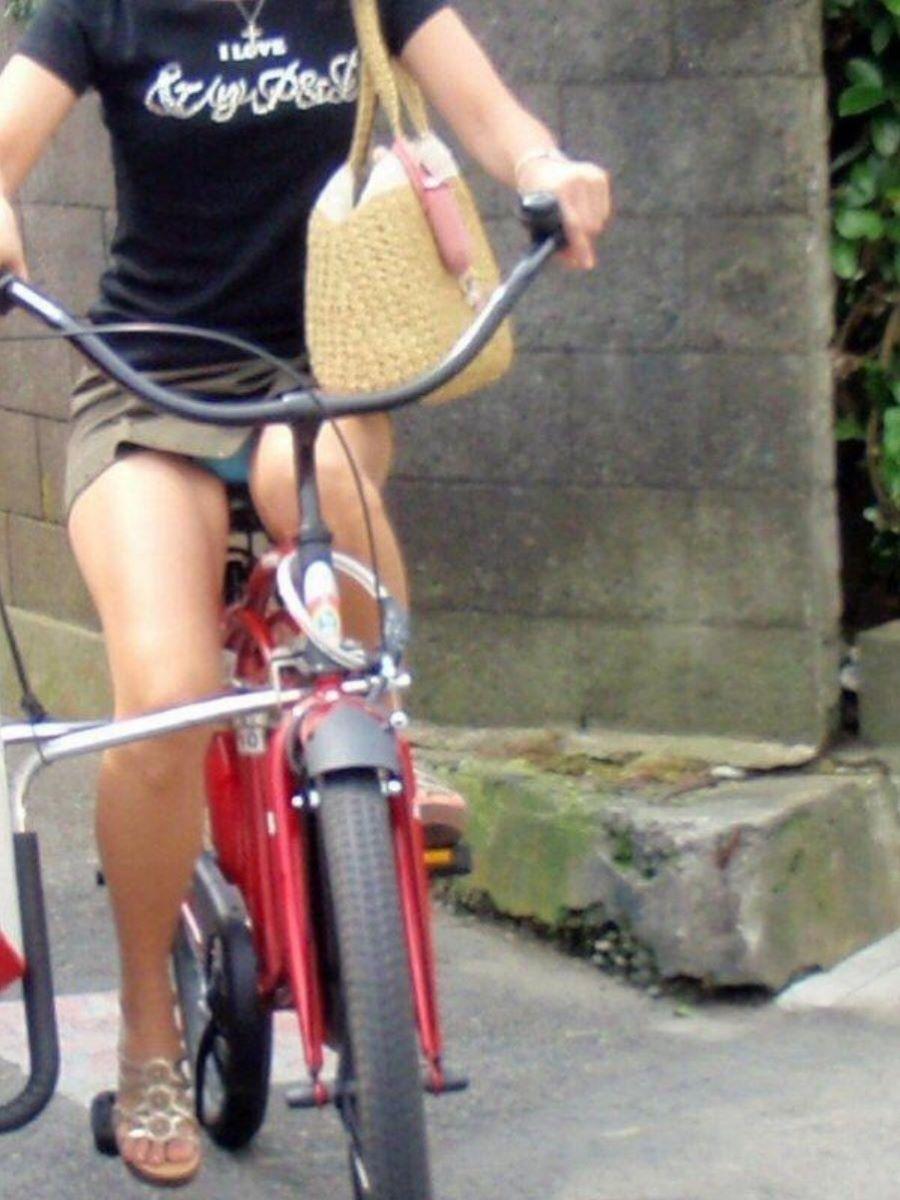 自転車のパンチラ画像 56