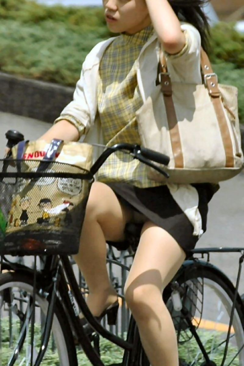 自転車のパンチラ画像 61