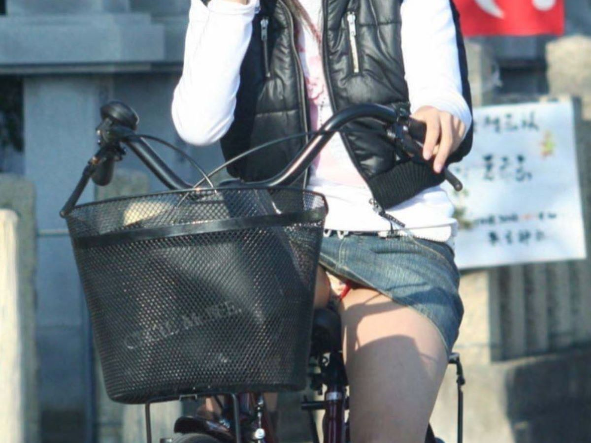 自転車のパンチラ画像 67