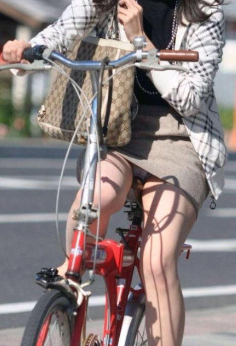 自転車のパンチラ画像 74
