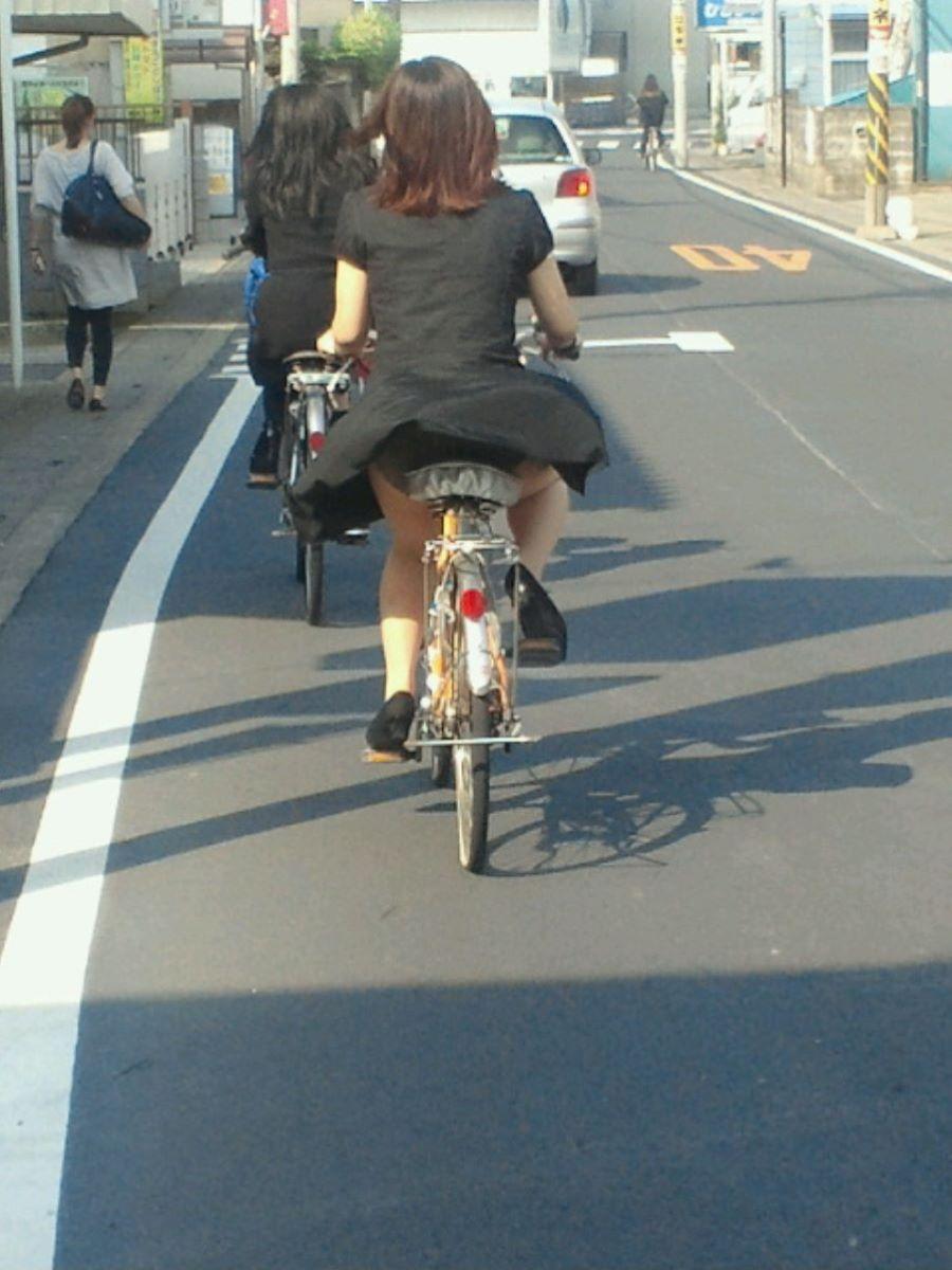 自転車のパンチラ画像 76