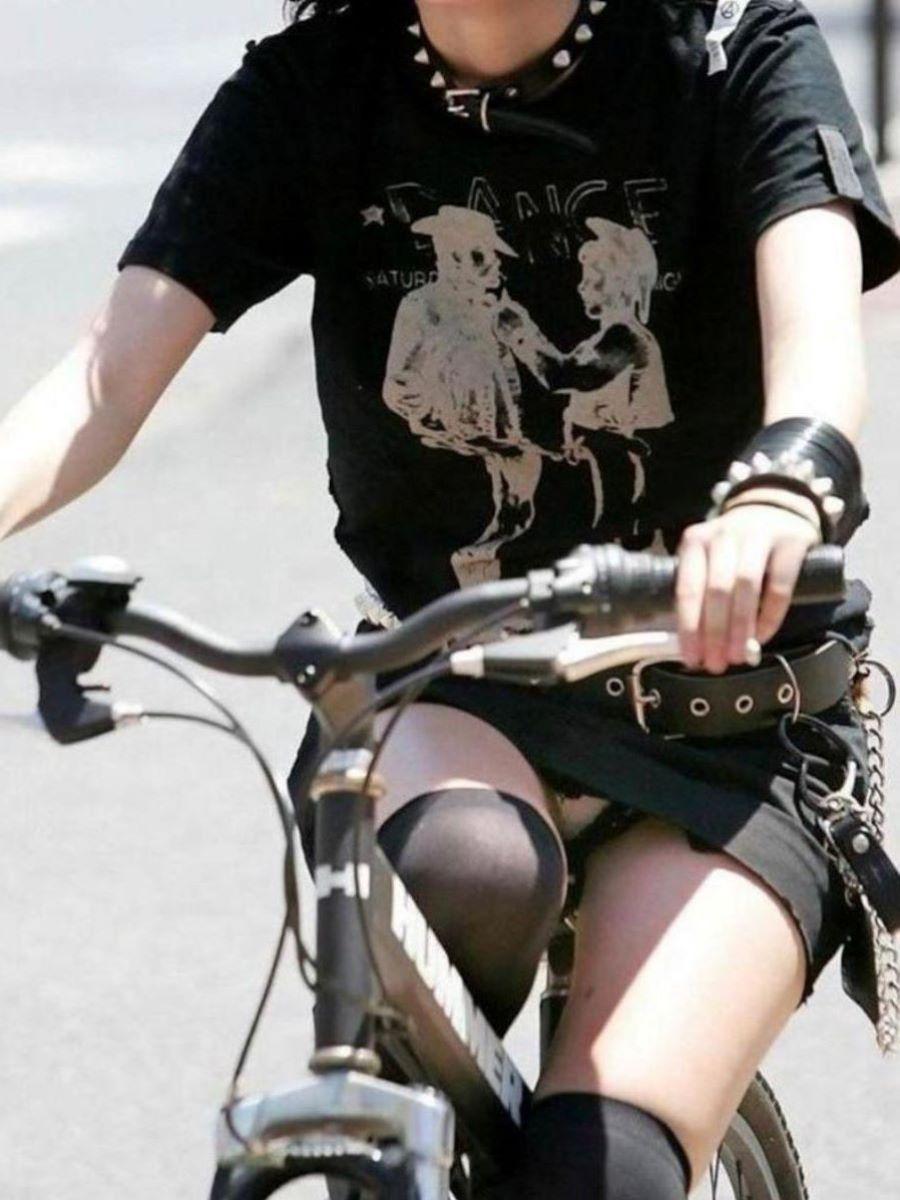 自転車のパンチラ画像 81