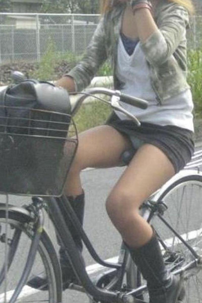 自転車のパンチラ画像 102