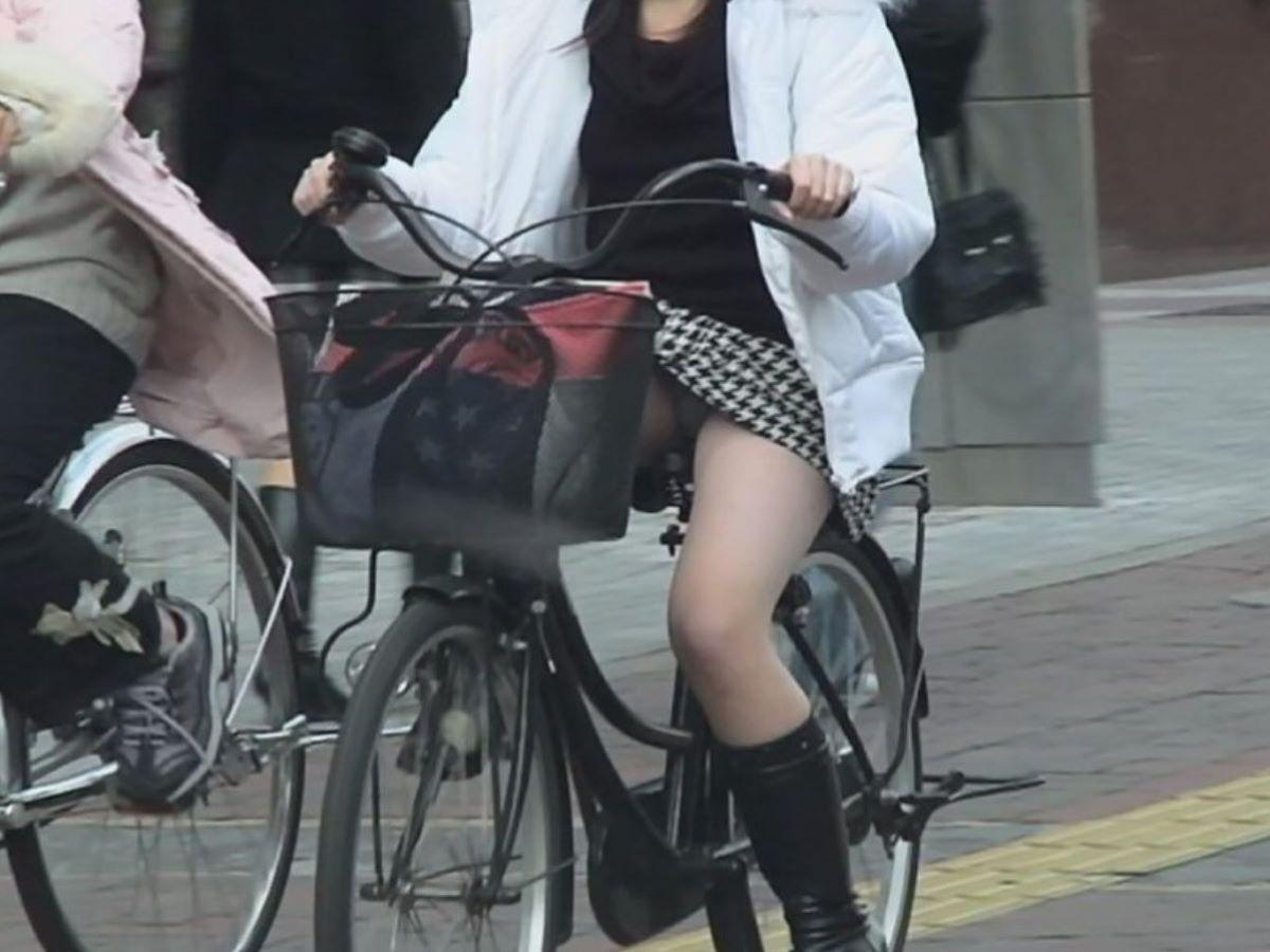 自転車のパンチラ画像!!チャリチラしてる素人の120枚