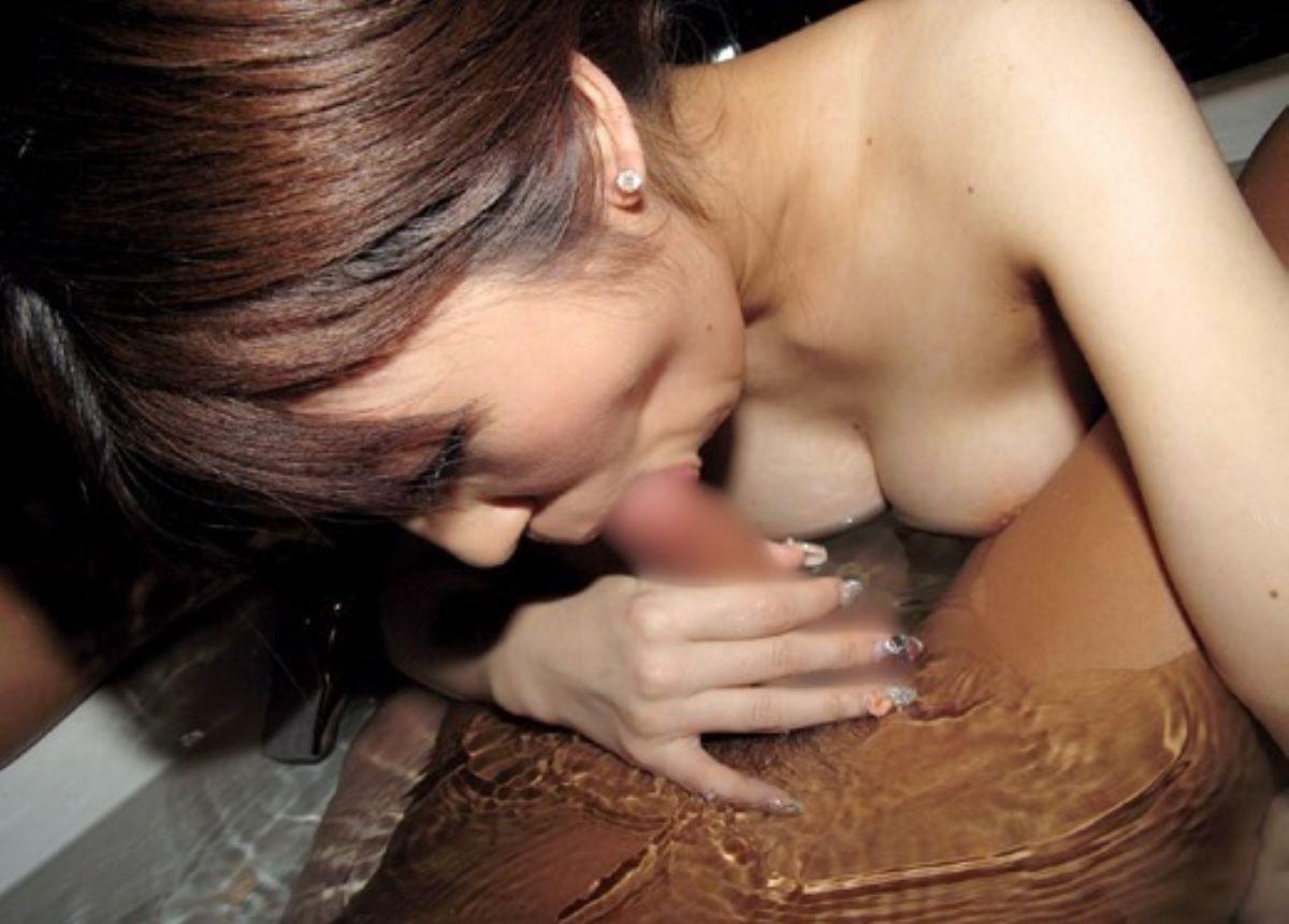 入浴中のフェラチオ画像 30