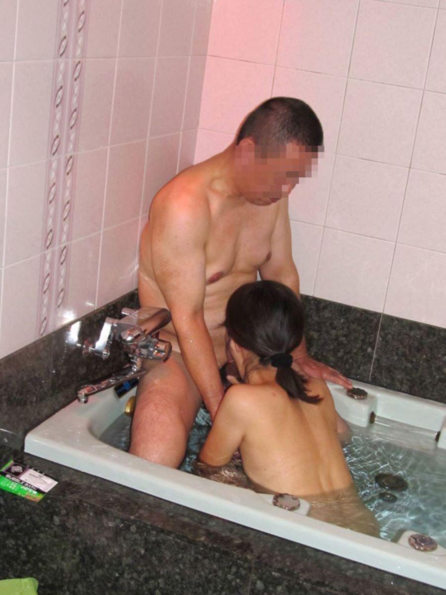 入浴中のフェラチオ画像 125