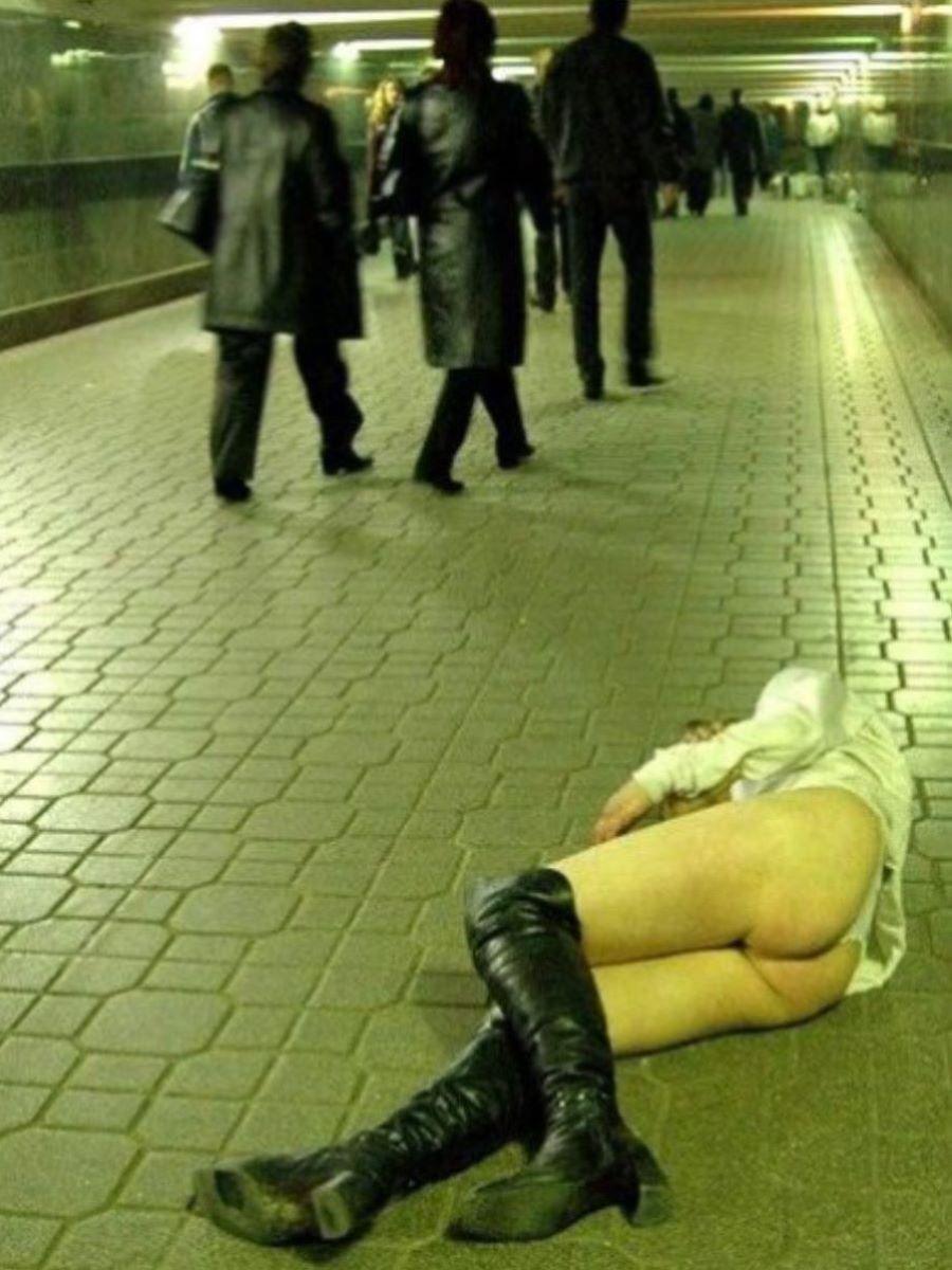 泥酔 パンチラ画像 71