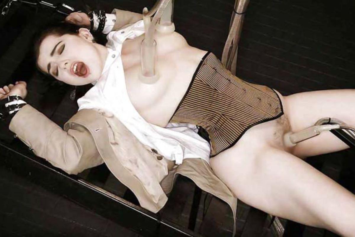 乳首吸引のSM画像 7