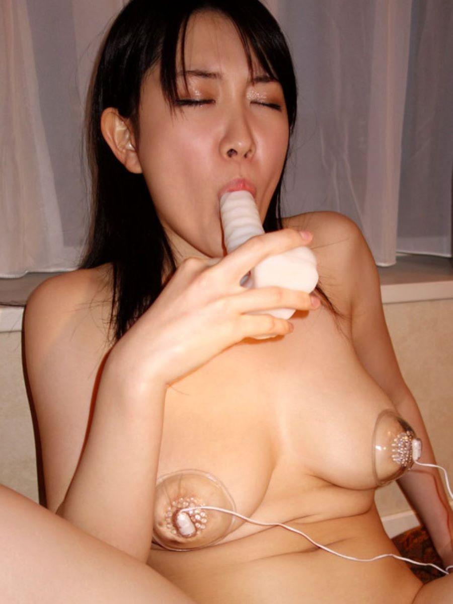 乳首吸引のSM画像 24