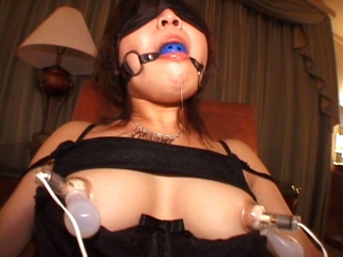 乳首吸引のSM画像 27
