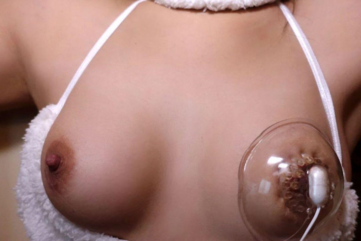 乳首吸引のSM画像 51