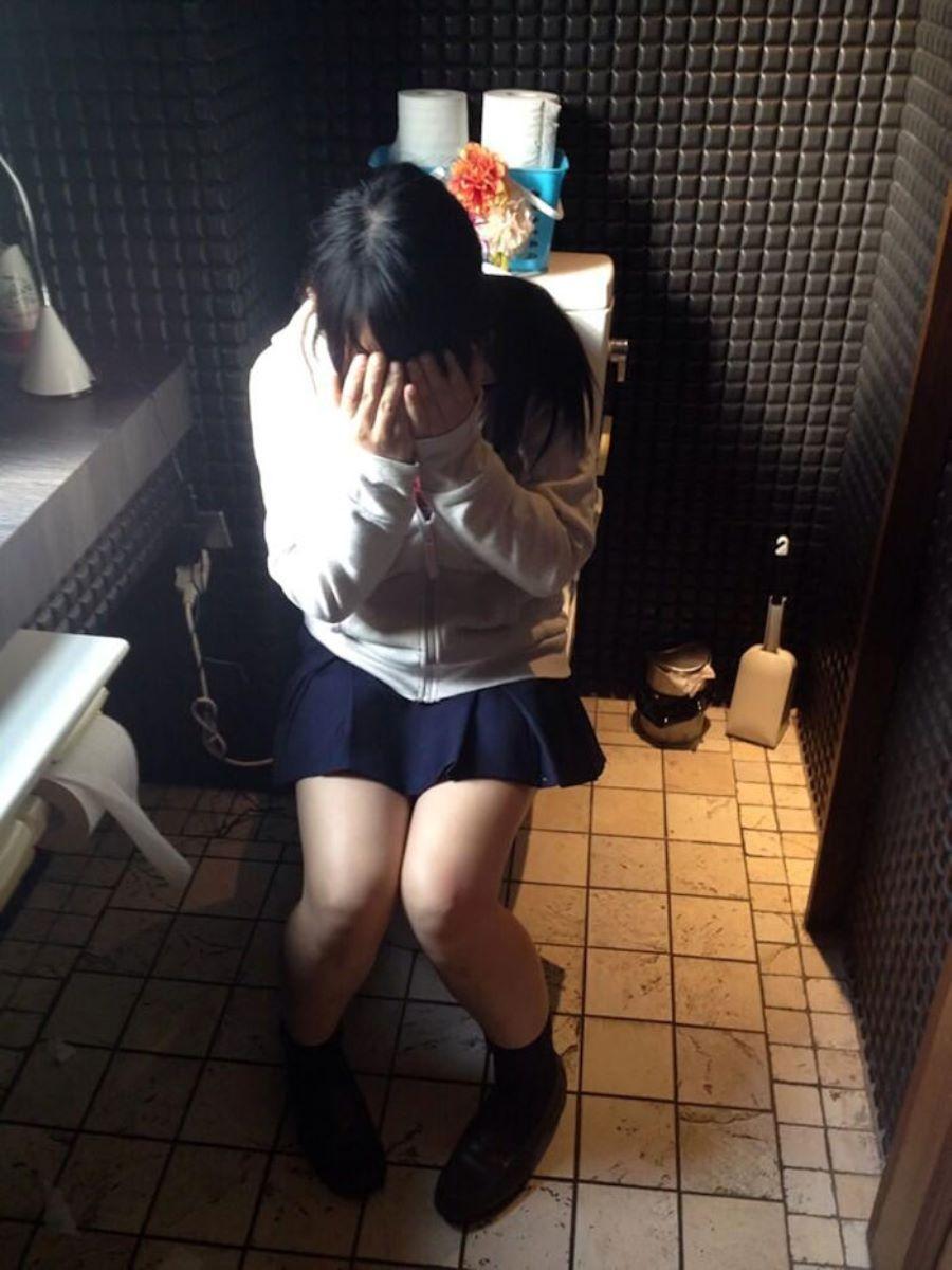 洋式トイレのエロ画像 2