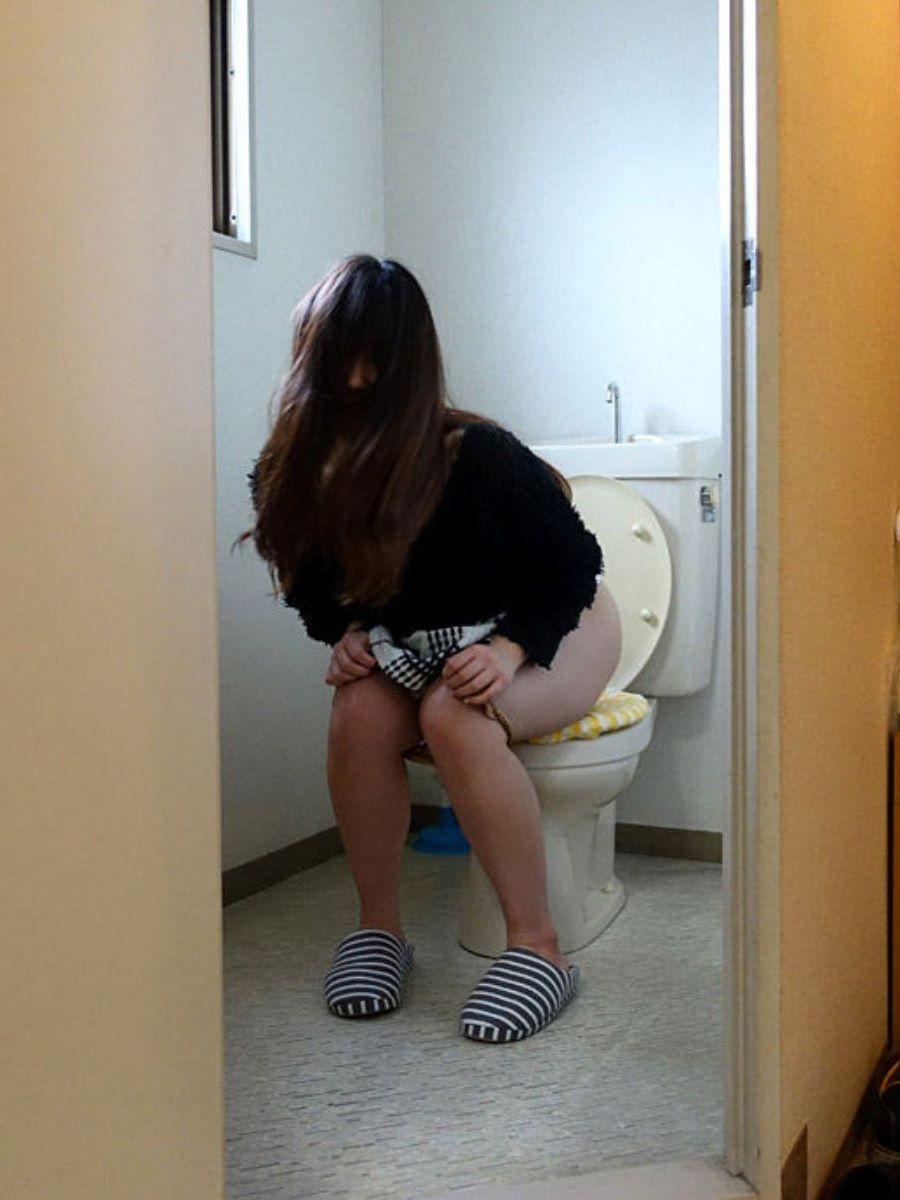 洋式トイレのエロ画像 34