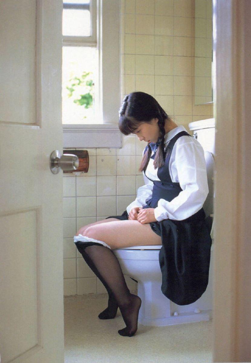洋式トイレのエロ画像 35