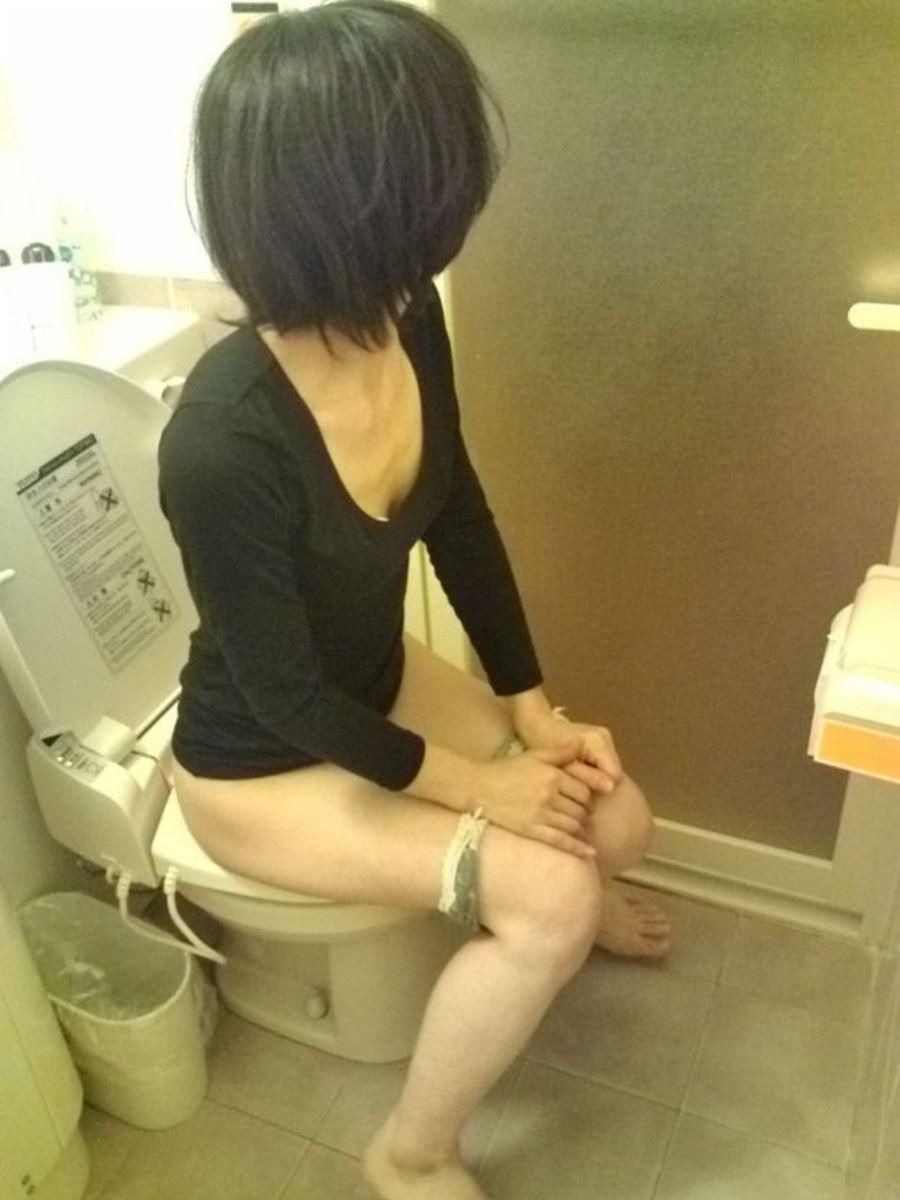 洋式トイレのエロ画像 41