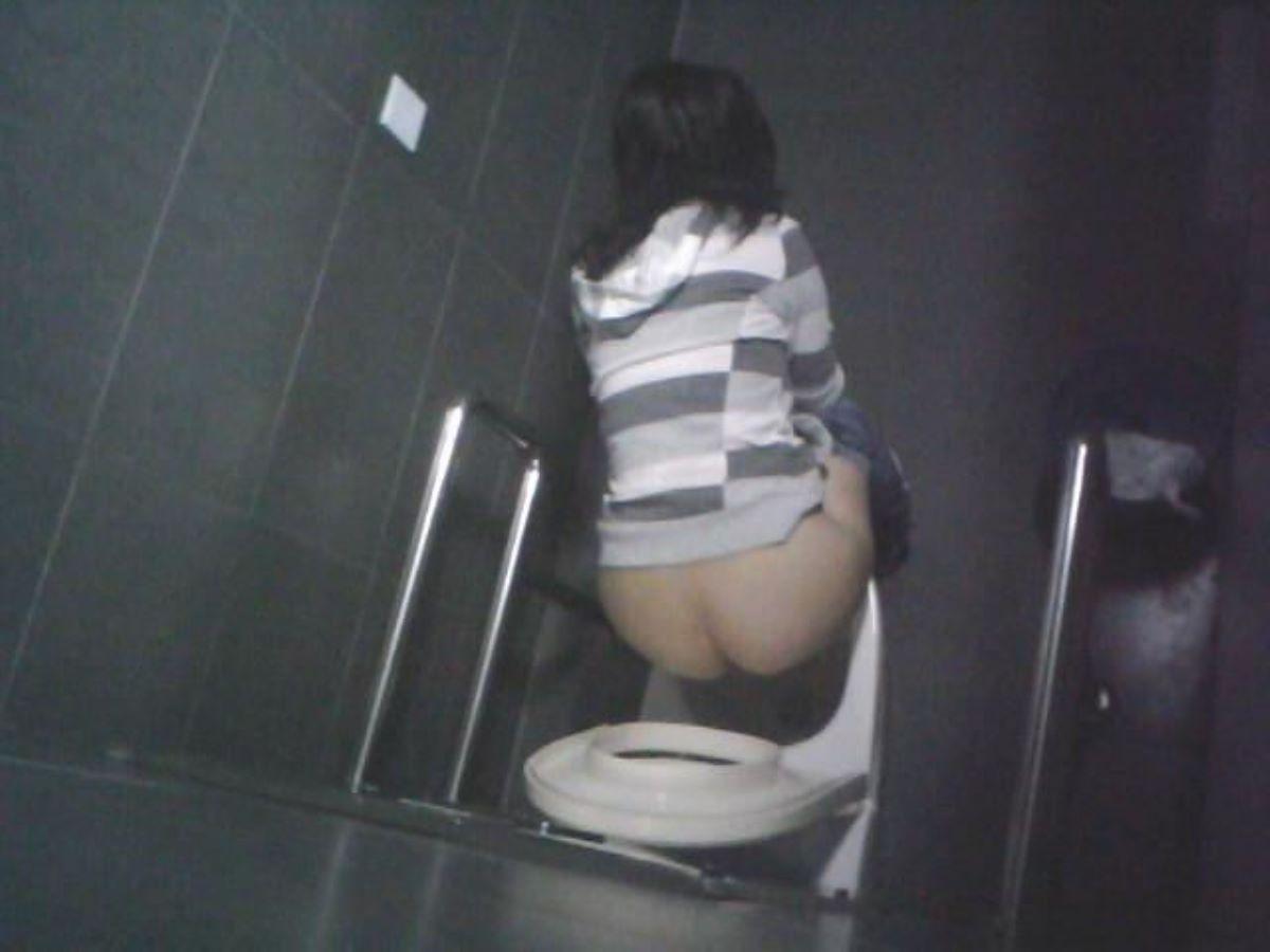 洋式トイレのエロ画像 85