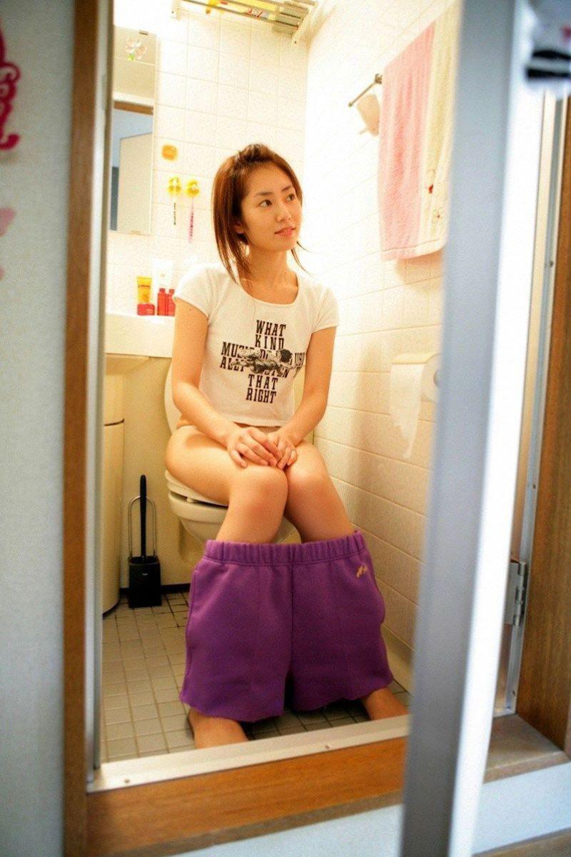 洋式トイレのエロ画像 93