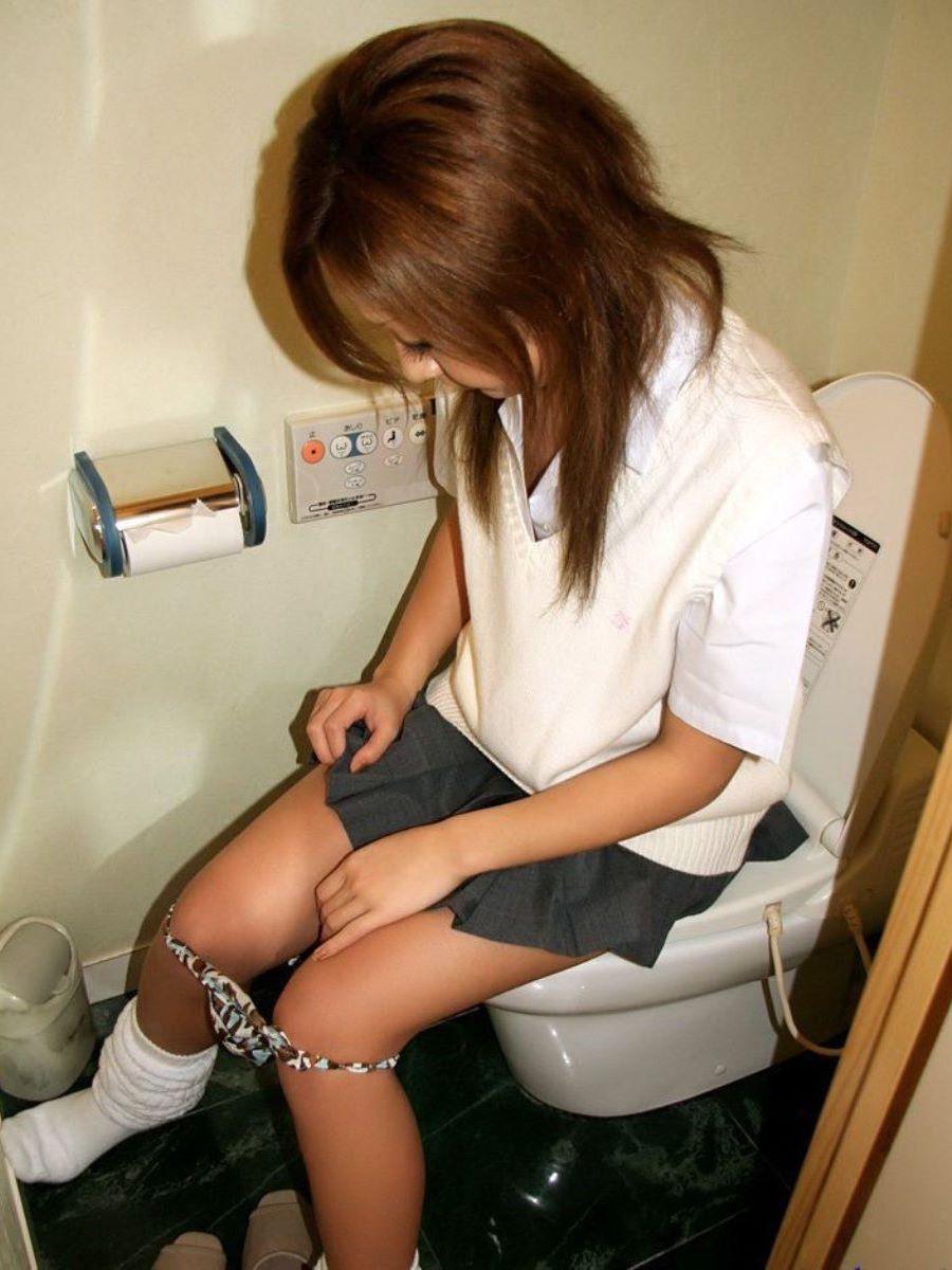 洋式トイレのエロ画像 108