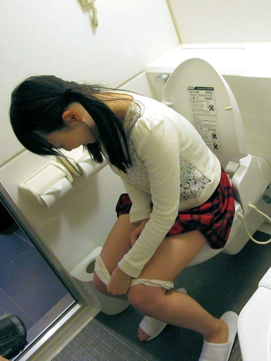 洋式トイレのエロ画像 113