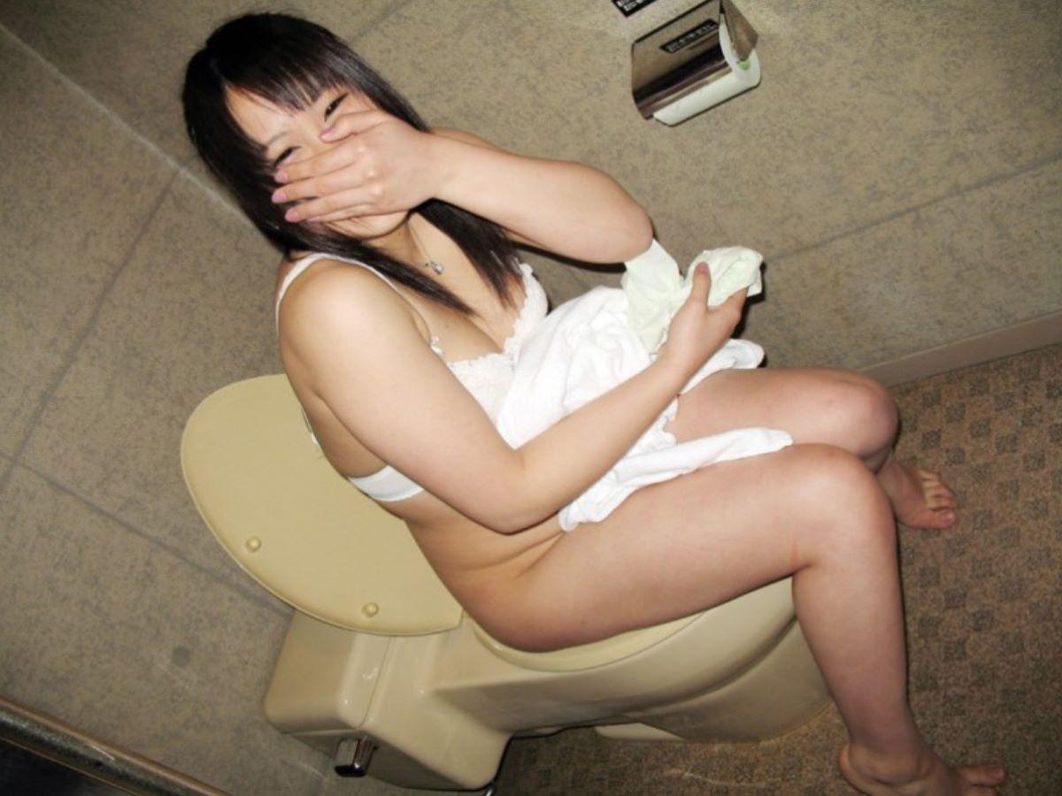 洋式トイレのエロ画像 114