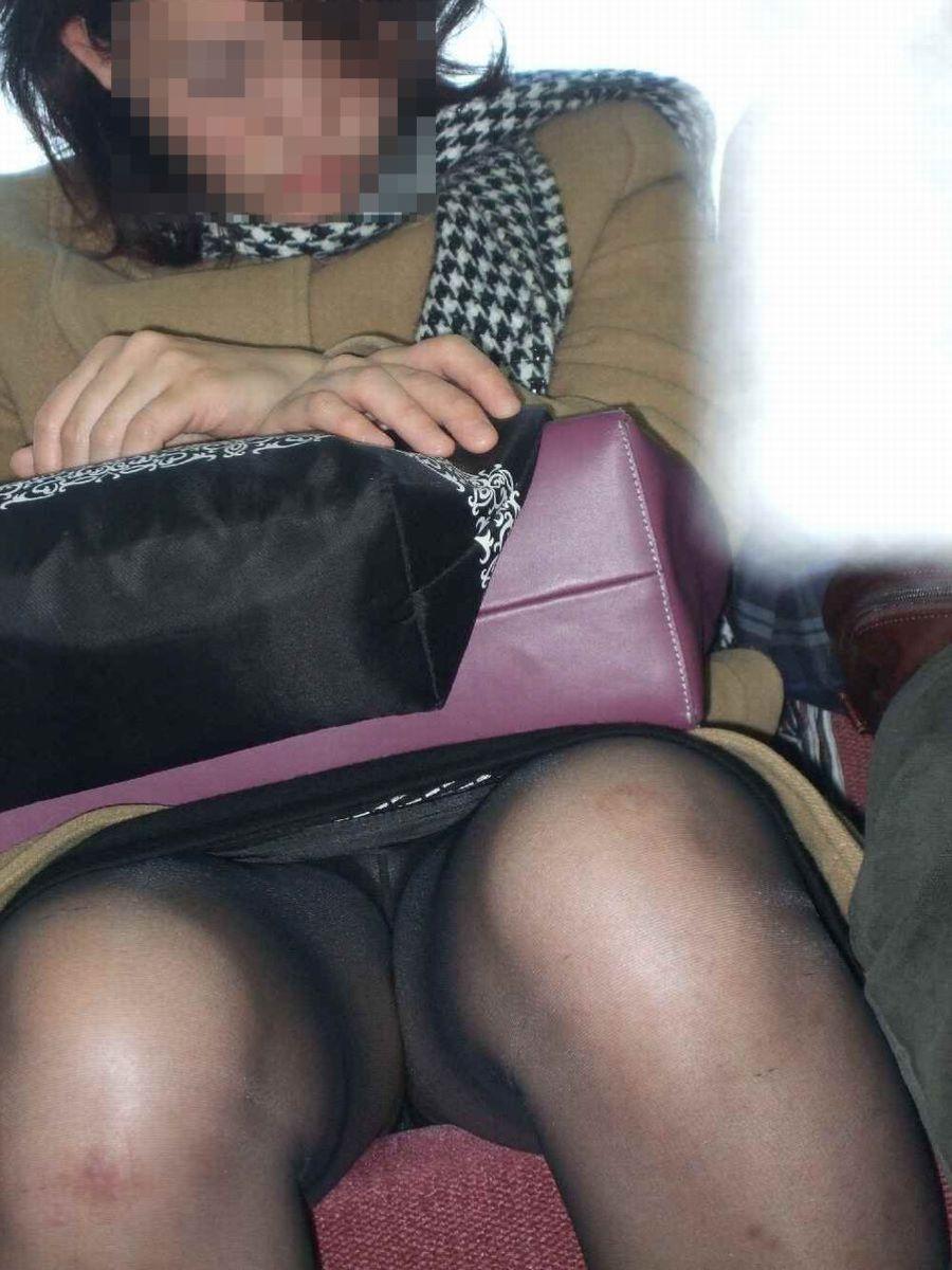 電車内のパンチラ画像 51