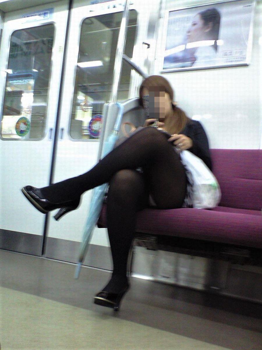 電車内のパンチラ画像 73