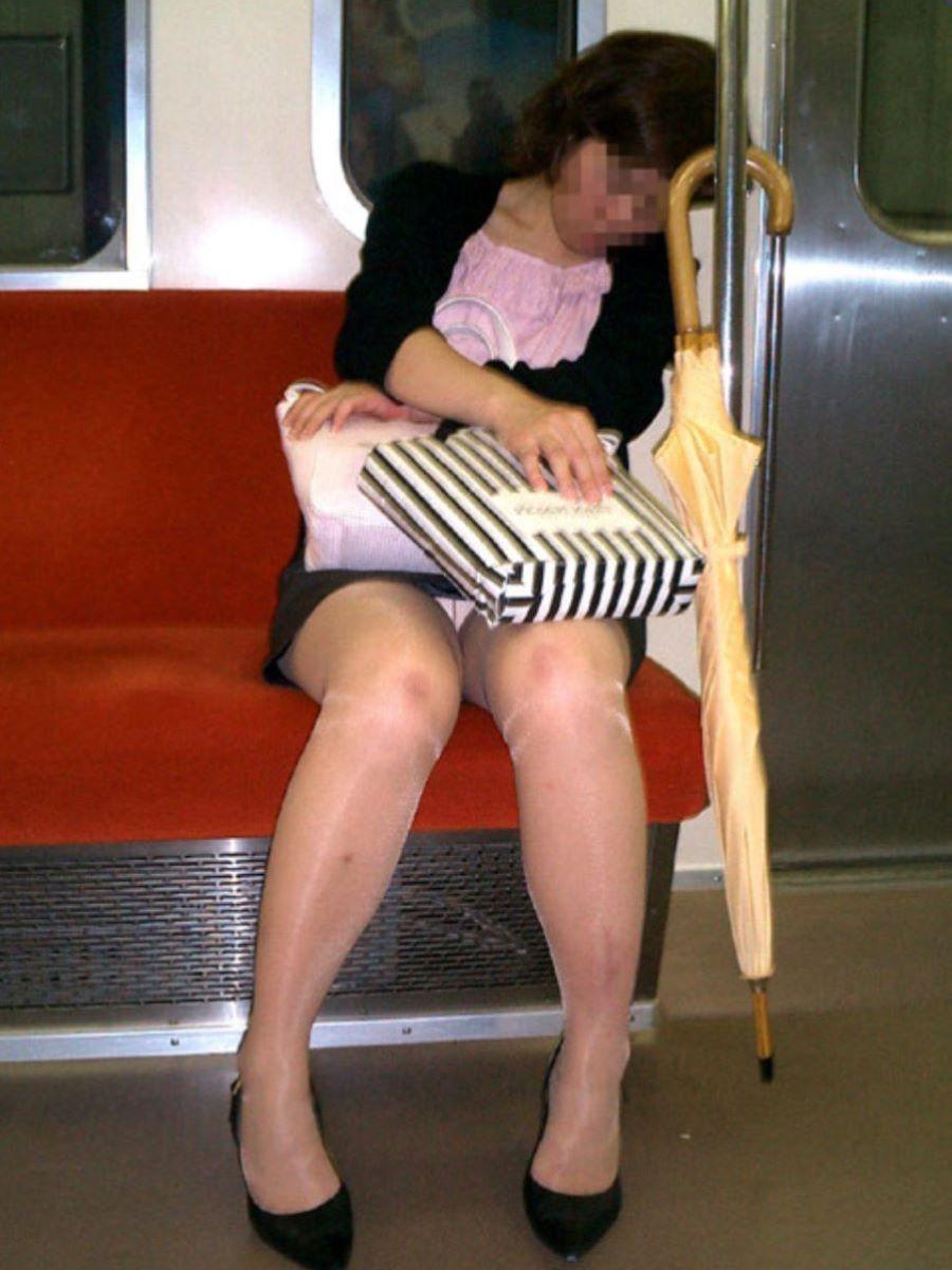 電車内のパンチラ画像 81