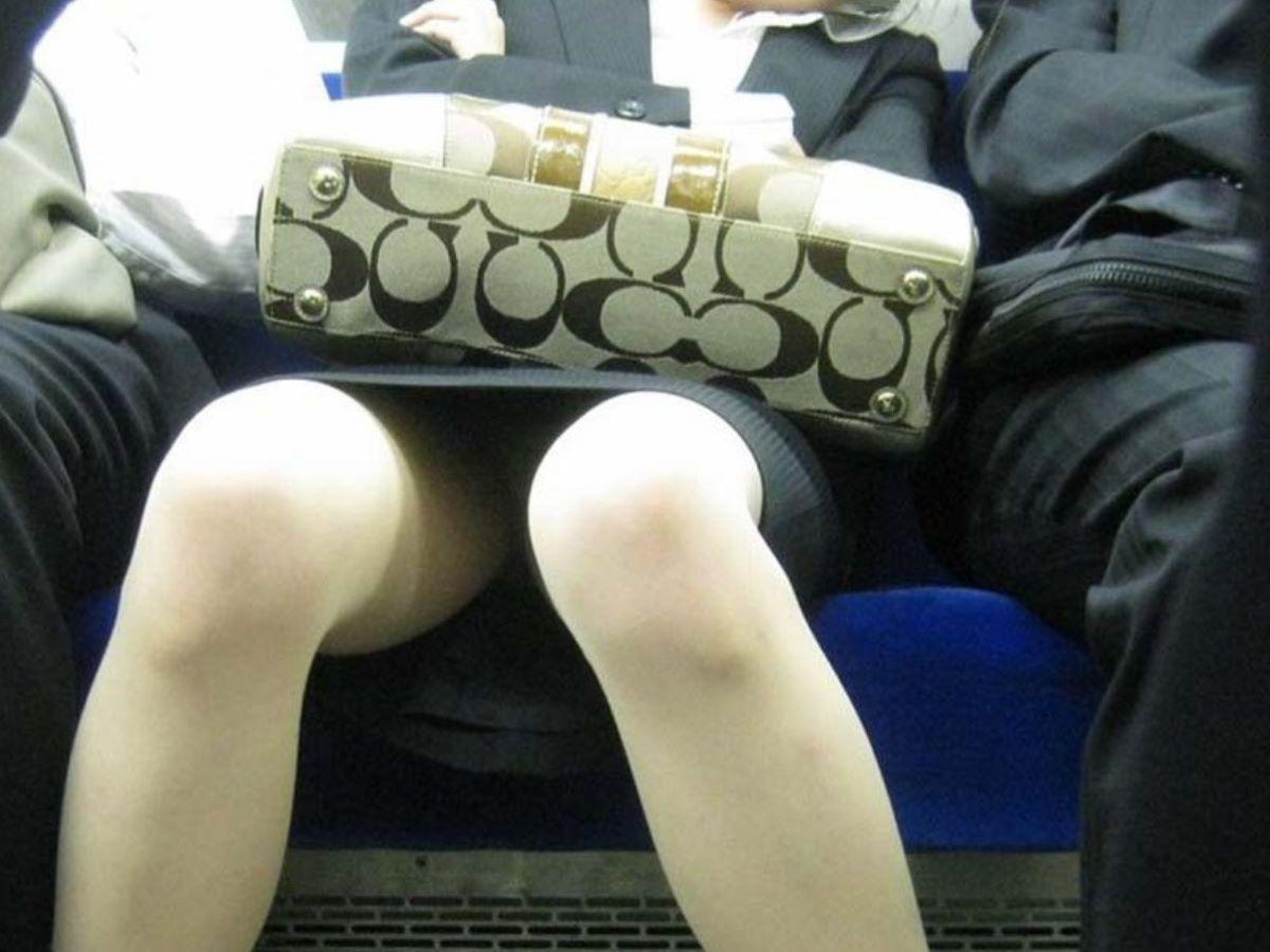 電車内のパンチラ画像 104