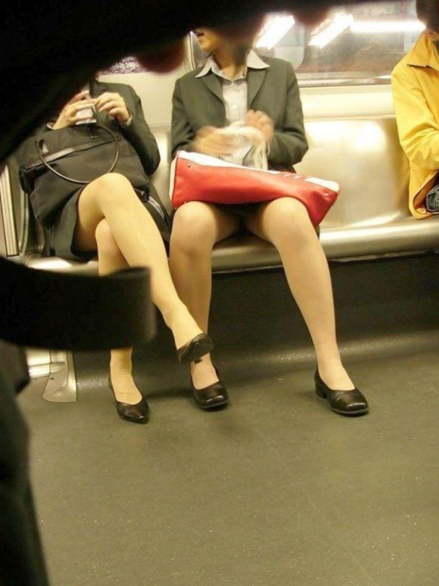 電車内のパンチラ画像 106
