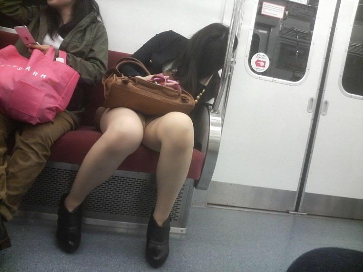 電車内のパンチラ画像 108