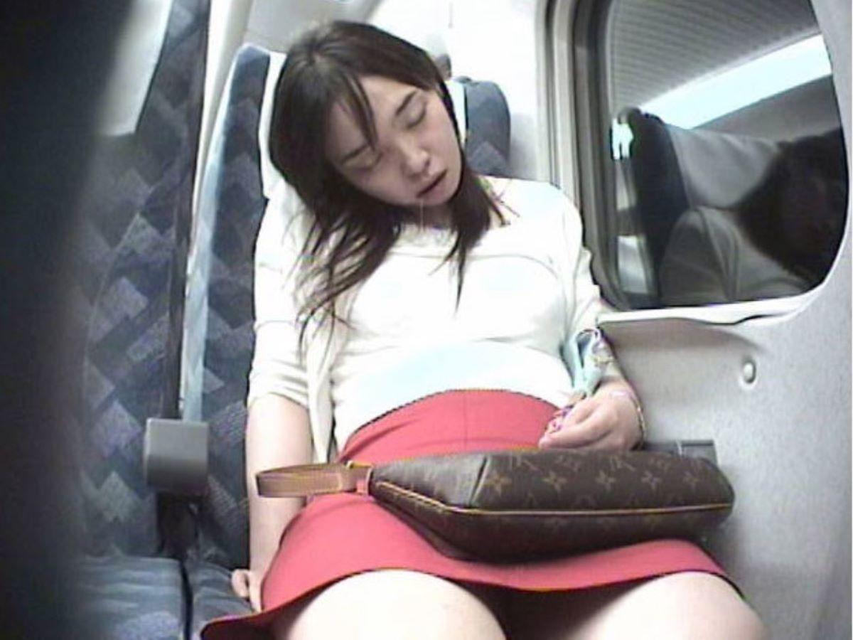 電車内のパンチラ画像 112