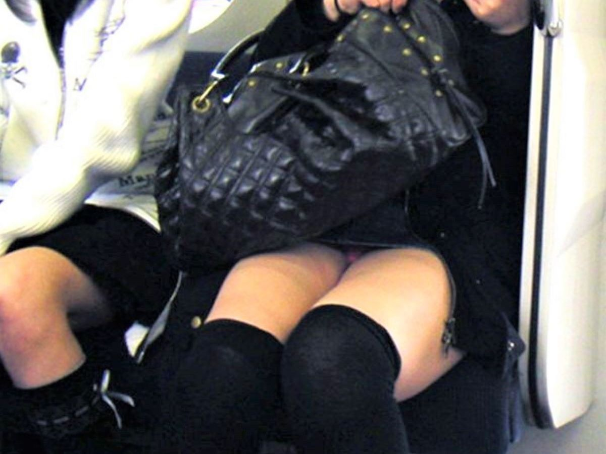 電車内のパンチラ画像 116