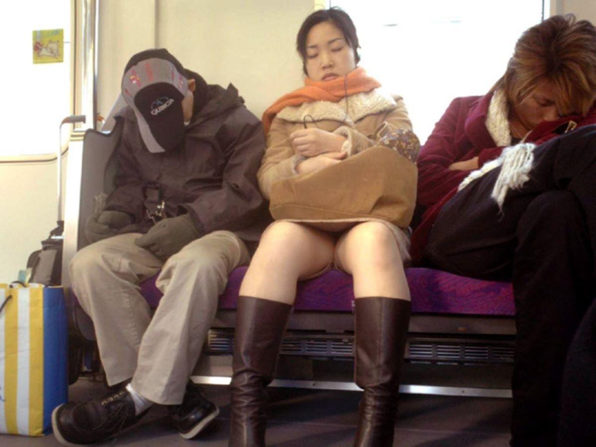 電車内のパンチラ画像 120