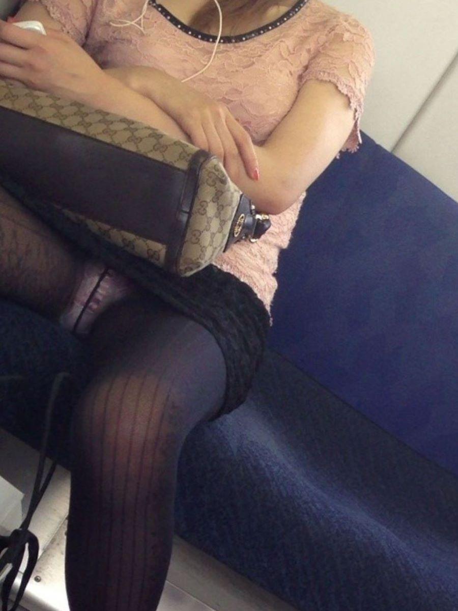 電車内のパンチラ画像 130