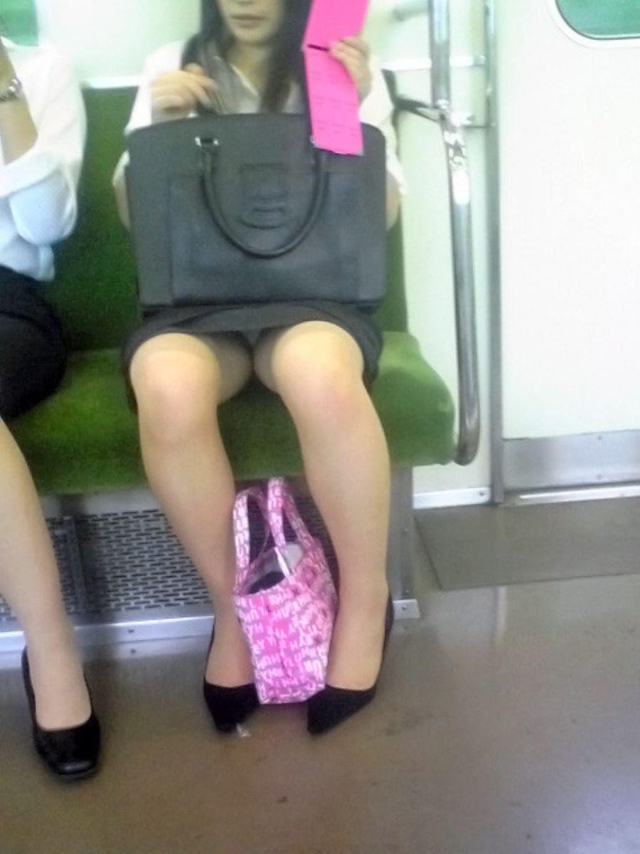 電車内のパンチラ画像 139