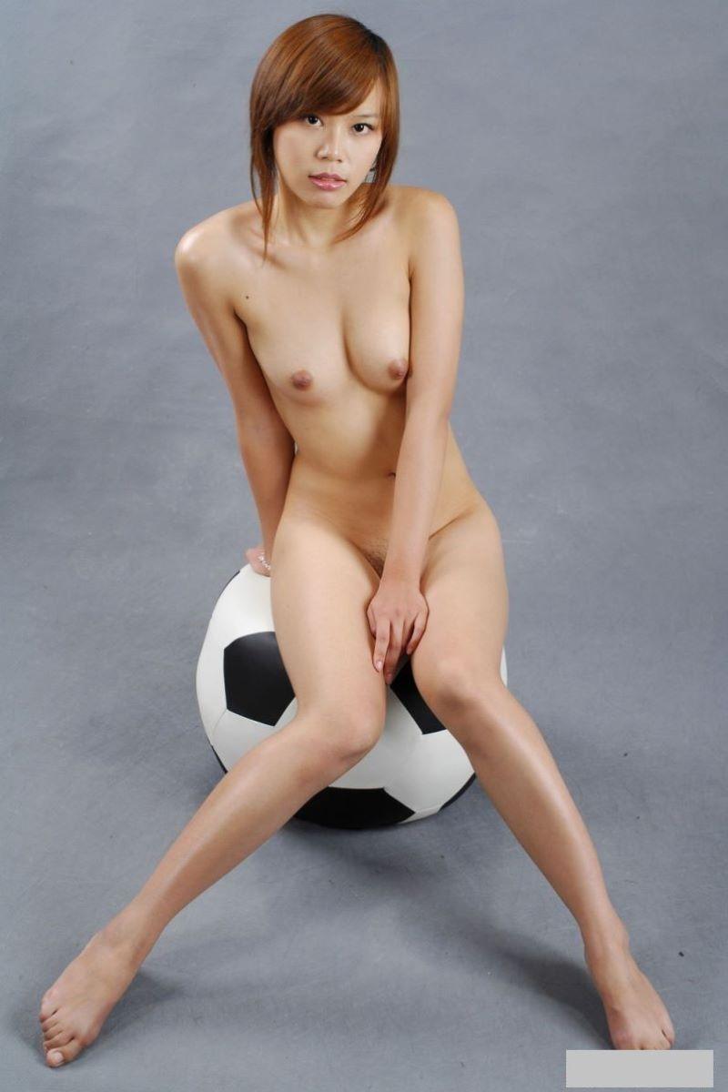 中国人女性のヌード画像 18