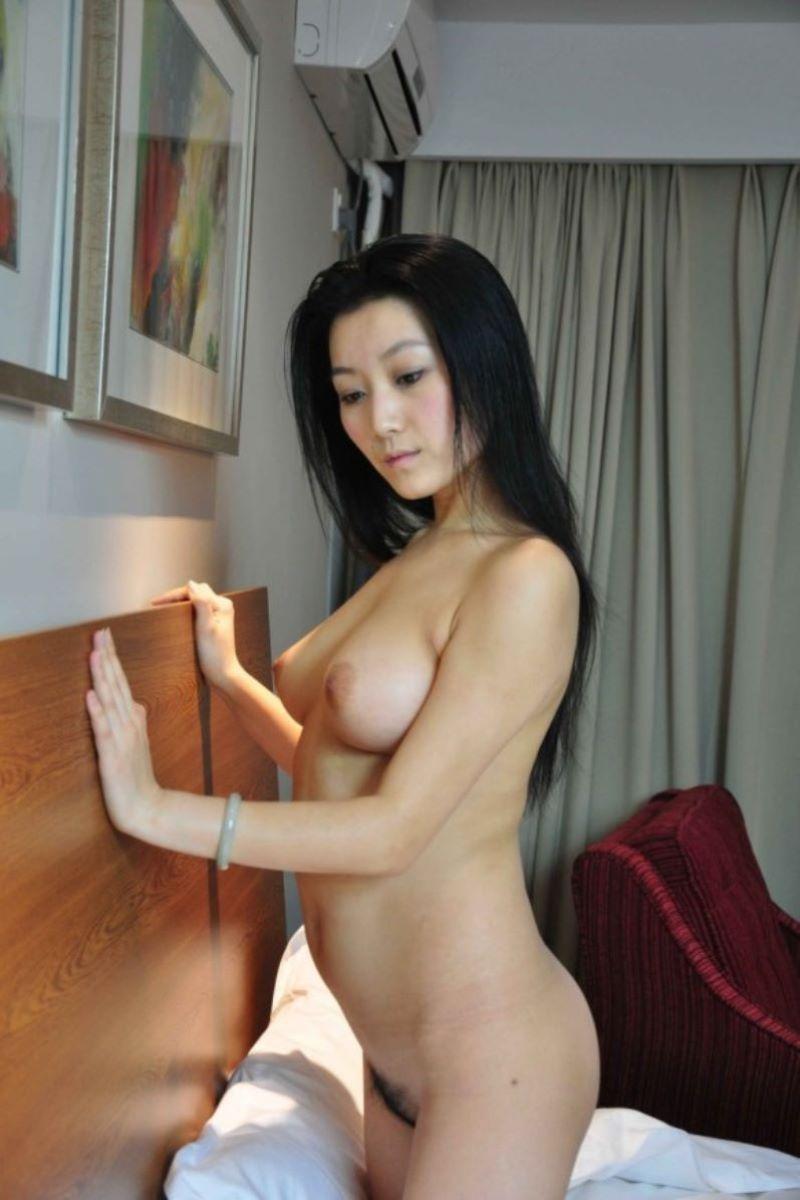 中国人女性のヌード画像 82